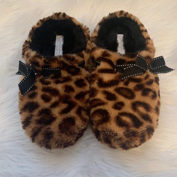 194ac3636 Shoes   Jessica Simpson Cheetah Slippers   Poshmark